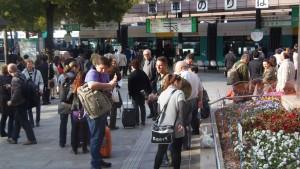 広島駅前の外国人
