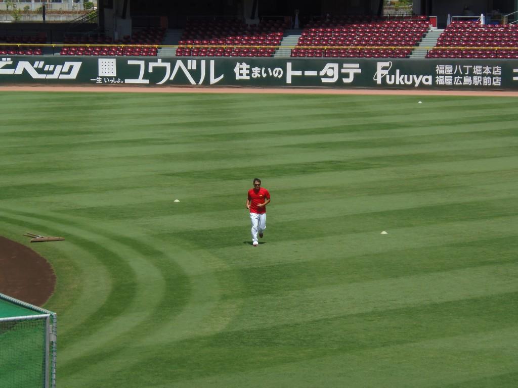 マツダスタジアムでひとり調整する前田智徳選手