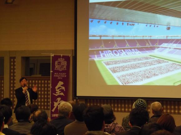 夢スタジアムシンポジウムで説明する小谷野社長