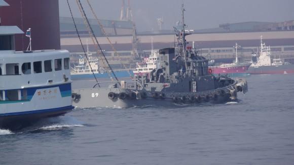 呉湾の自衛艦