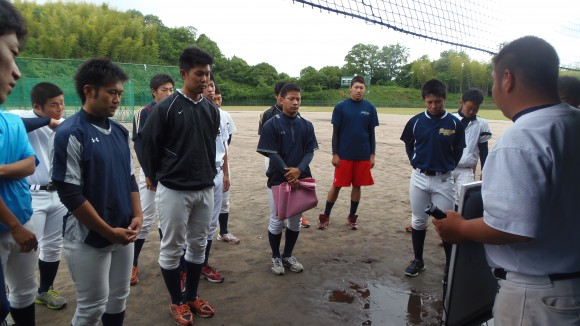 福山大学野球部選手でミーティング