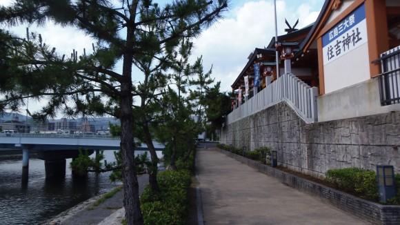 本革と住吉神社