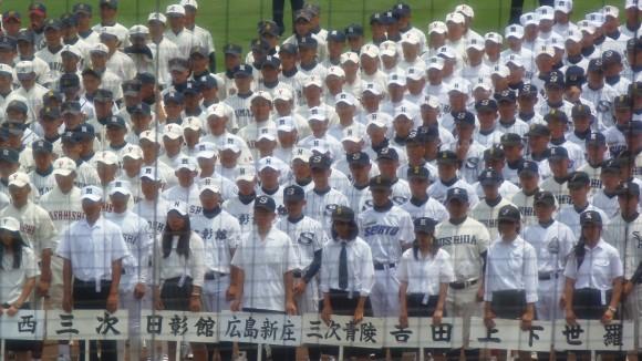 開会式で整列する広島新庄