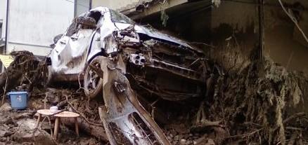 八木地区被災現場、破壊された車両