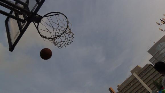 青空とバスケリング