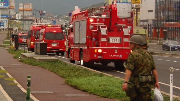 8月22日の早朝、消防と自衛隊員