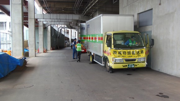 マツダスタジアム内停車中の物資運搬車