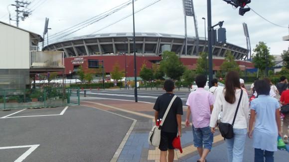 2014年8月22日、マツダスタジアムに向かうファン