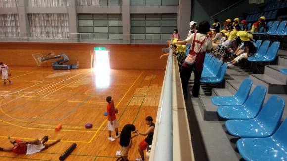 安浦合宿の北川選手と幼児たち