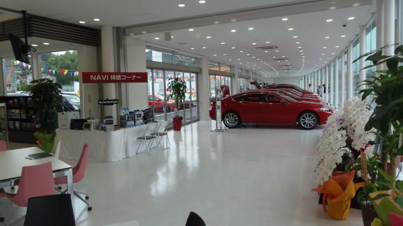 マツダ石内山田店展示スペース