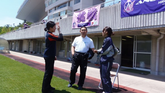寛田先生と女性スタッフ