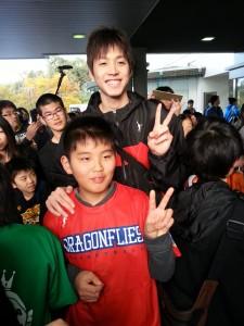 びんご、坂田選手と子どものファン