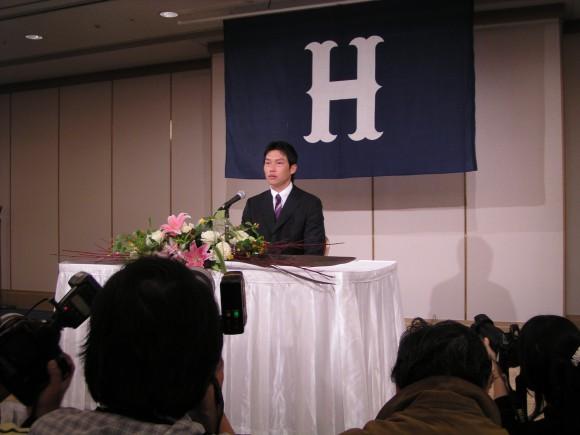 新井貴浩広島退団会見07年11月8日