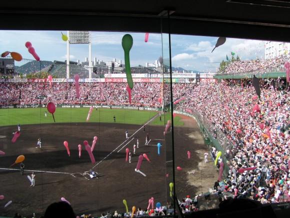 旧広島市民球場七回を記者席から眺める