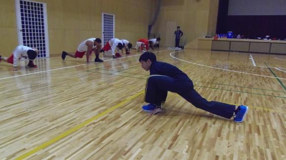 練習を指導する飛翔会森田トレーナー