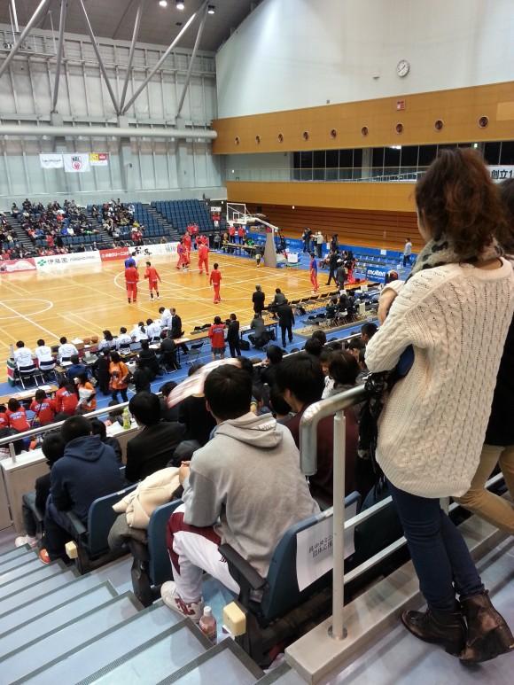 満員の呉市総合体育館