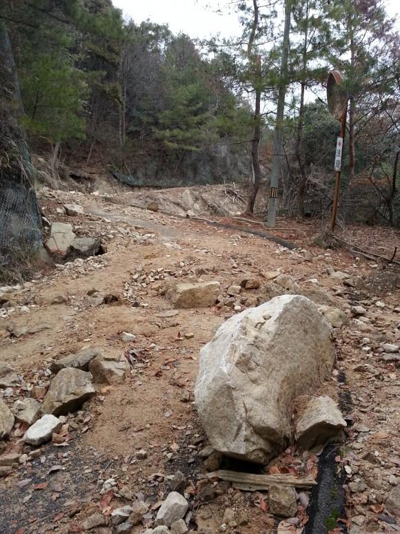権現山岩の道