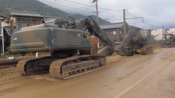 大規模土砂災害で大型重機