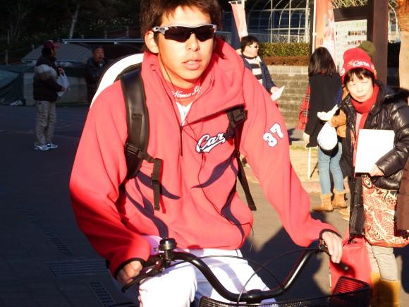 自転車で天福球場に通う野間峻祥