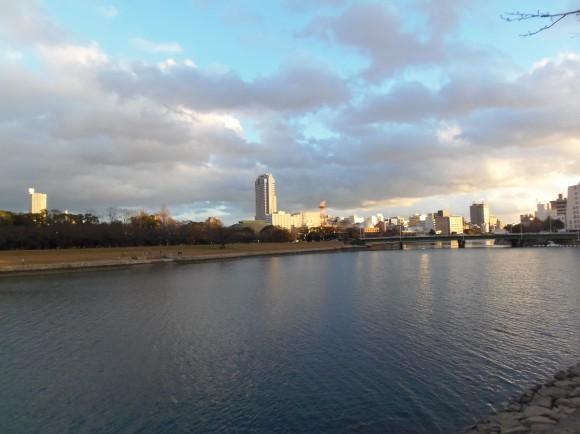 川面に映る広島