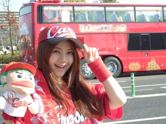 大井さんと優勝バス