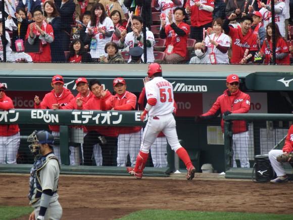 鈴木誠也オープン戦で先頭打者アーチ