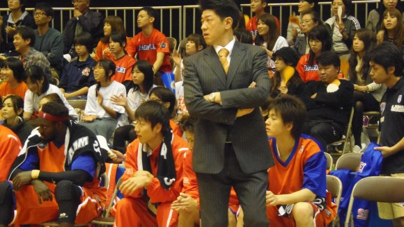 東区スポーツセンターの佐古賢一ヘッドコーチ