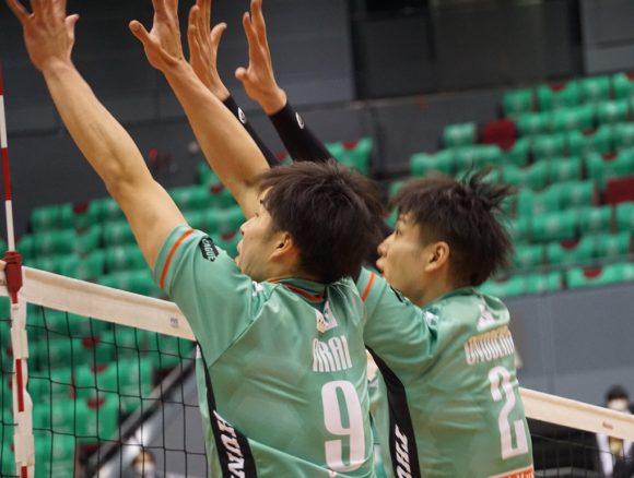 2番小野寺選手と9番新井選手のブロック